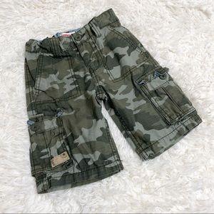 Levi's camo shorts green cargo size 4